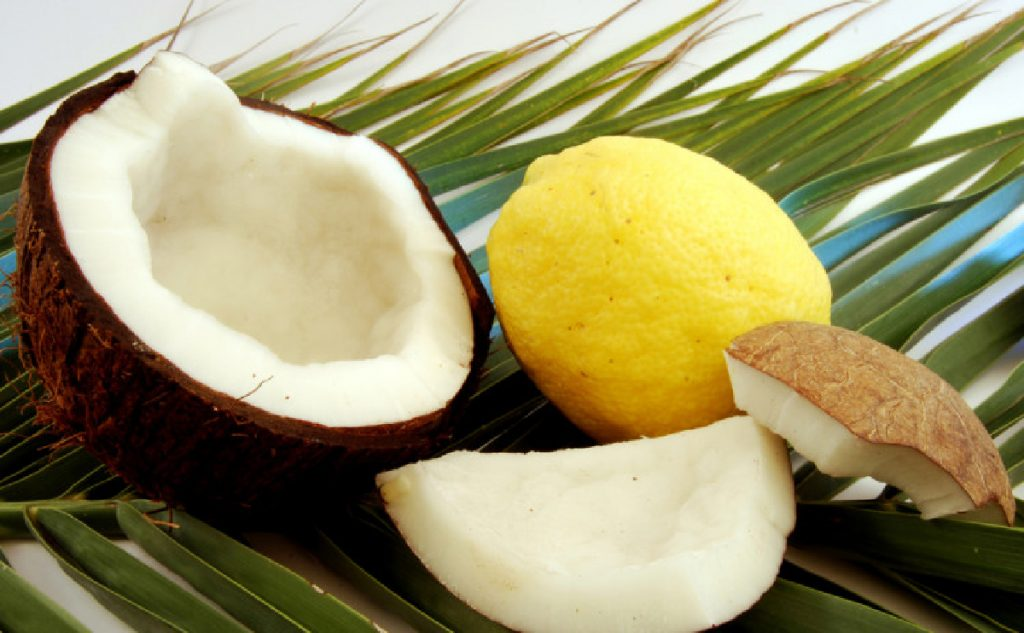 Zumo de limón y coco